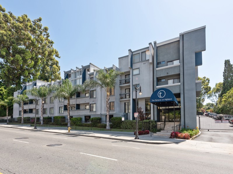 Real Estate Photography - 1940 N Highland Ave., Unit #15, Los Angeles, CA, 90068 -