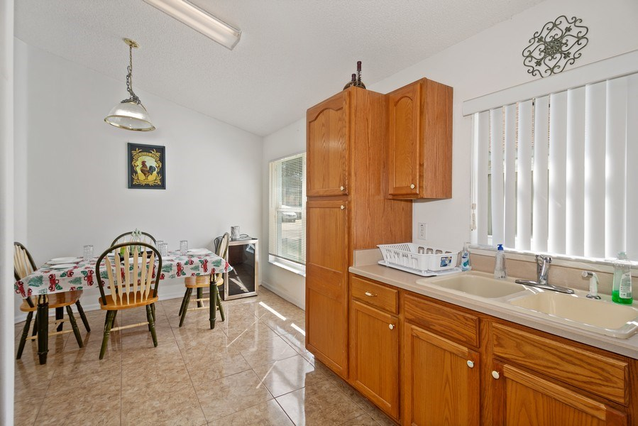 Real Estate Photography - 2508 Oneida Loop, Kissimmee, FL, 34747 - Kitchen / Breakfast Room