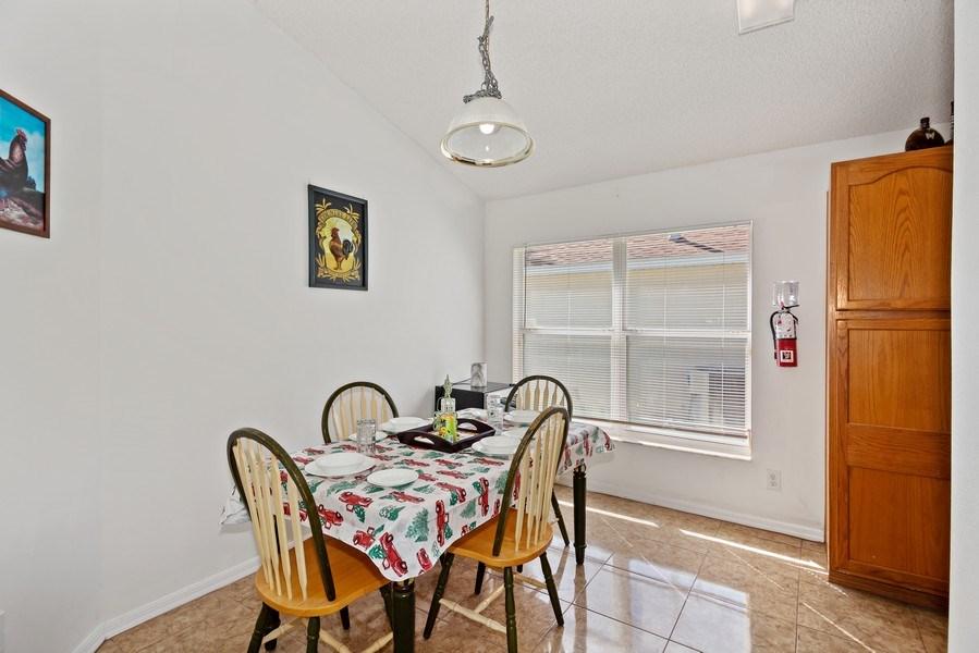 Real Estate Photography - 2508 Oneida Loop, Kissimmee, FL, 34747 - Breakfast Area