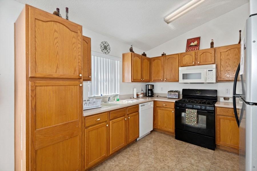 Real Estate Photography - 2508 Oneida Loop, Kissimmee, FL, 34747 - Kitchen