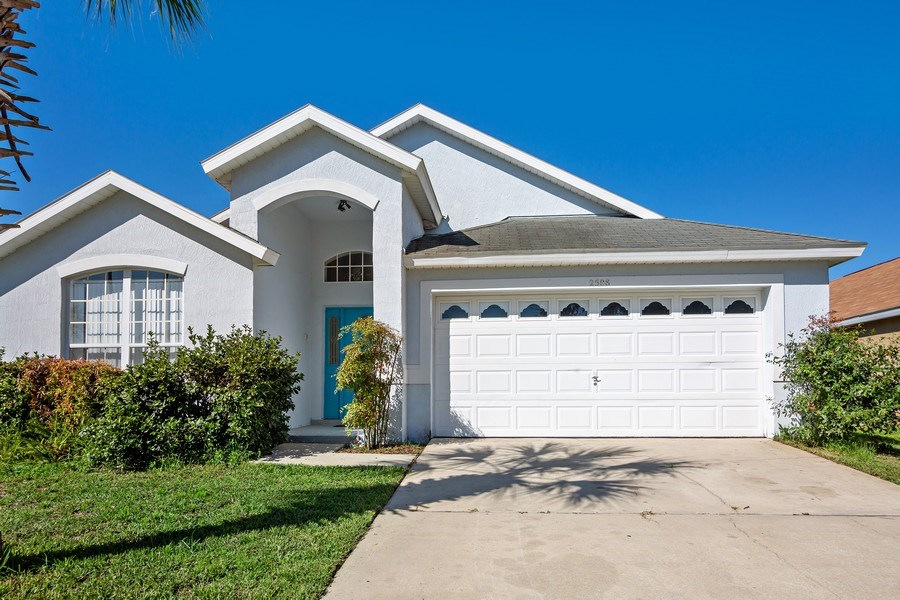 Real Estate Photography - 2508 Oneida Loop, Kissimmee, FL, 34747 - Front View