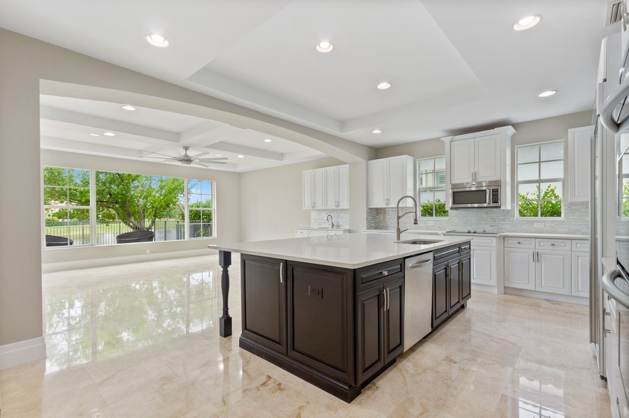 Real Estate Photography - 8146 NW 124th Ter, Parkland, FL, 33076 - Kitchen