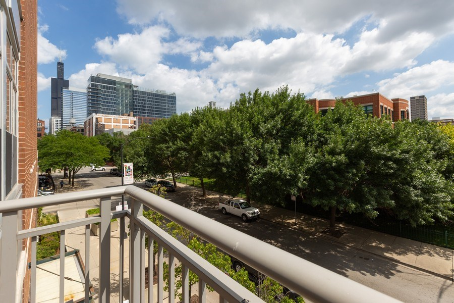 Real Estate Photography - 111 S Morgan, Chicago, IL, 60607 - City View