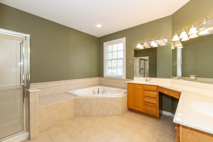 Real Estate Photography - 9106 Turnberry Trl, Lakewood, IL, 60014 - Master Bathroom