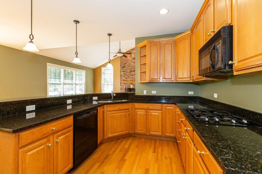 Real Estate Photography - 9106 Turnberry Trl, Lakewood, IL, 60014 - Kitchen