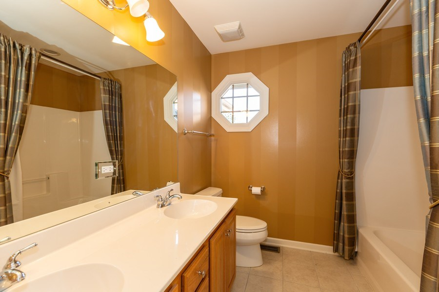 Real Estate Photography - 9106 Turnberry Trl, Lakewood, IL, 60014 - 2nd Bathroom