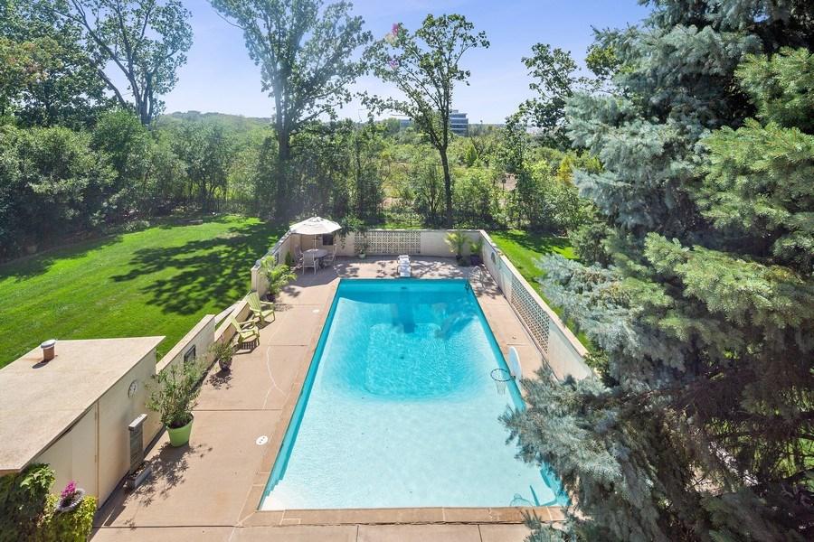 Real Estate Photography - 9 Woodridge, Oakbrook, IL, 60126 - Pool/Back Yard