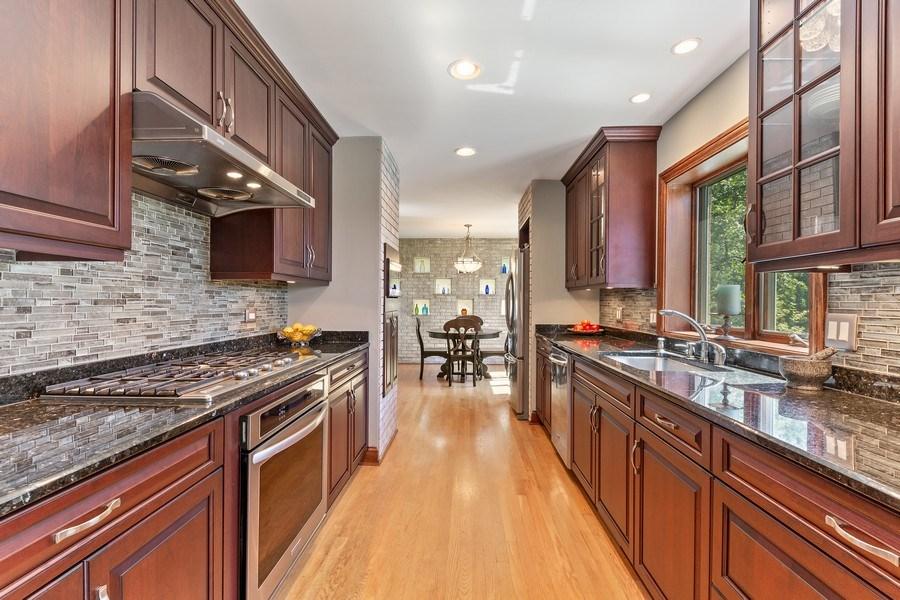 Real Estate Photography - 9 Woodridge, Oakbrook, IL, 60126 - Kitchen