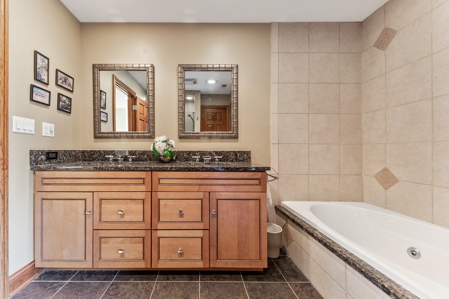 Real Estate Photography - 9 Woodridge, Oakbrook, IL, 60126 - Upstairs Bath