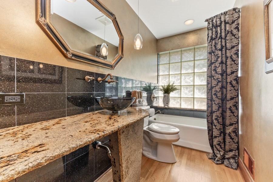 Real Estate Photography - 9 Woodridge, Oakbrook, IL, 60126 - Guest Bath