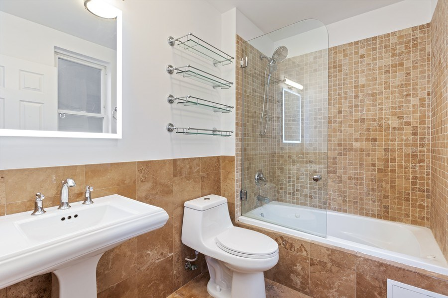 Real Estate Photography - 4431 S Calumet, 1N, Chicago, IL, 60653 - Master Bathroom