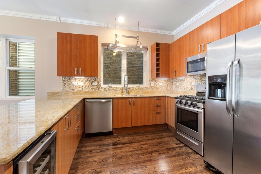 Real Estate Photography - 4431 S Calumet, 1N, Chicago, IL, 60653 - Kitchen