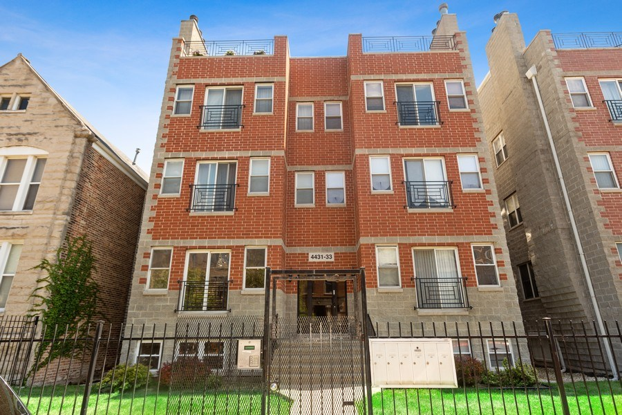 Real Estate Photography - 4431 S Calumet, 1N, Chicago, IL, 60653 - Front View