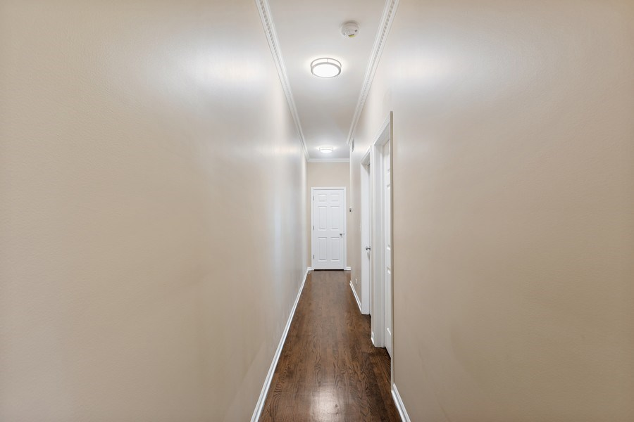 Real Estate Photography - 4431 S Calumet, 1N, Chicago, IL, 60653 - Hallway