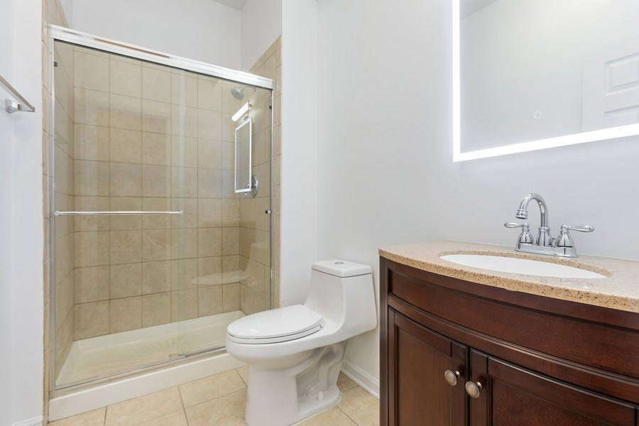 Real Estate Photography - 4431 S Calumet, 1N, Chicago, IL, 60653 - 2nd Bathroom