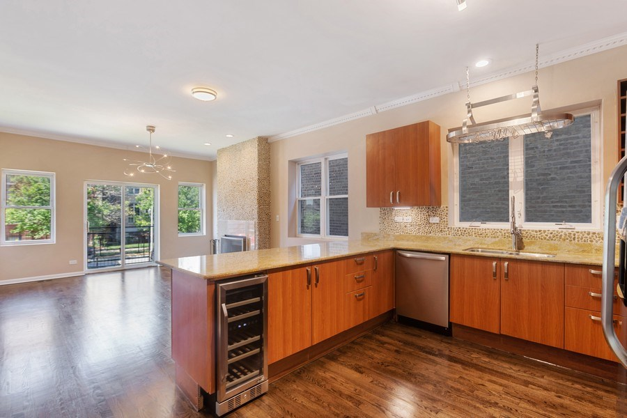 Real Estate Photography - 4431 S Calumet, 1N, Chicago, IL, 60653 - Kitchen/Dining