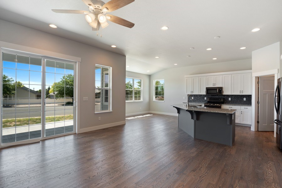 Real Estate Photography - 401 Cascade Ct, Johnstown, CO, 80534 - Great Room