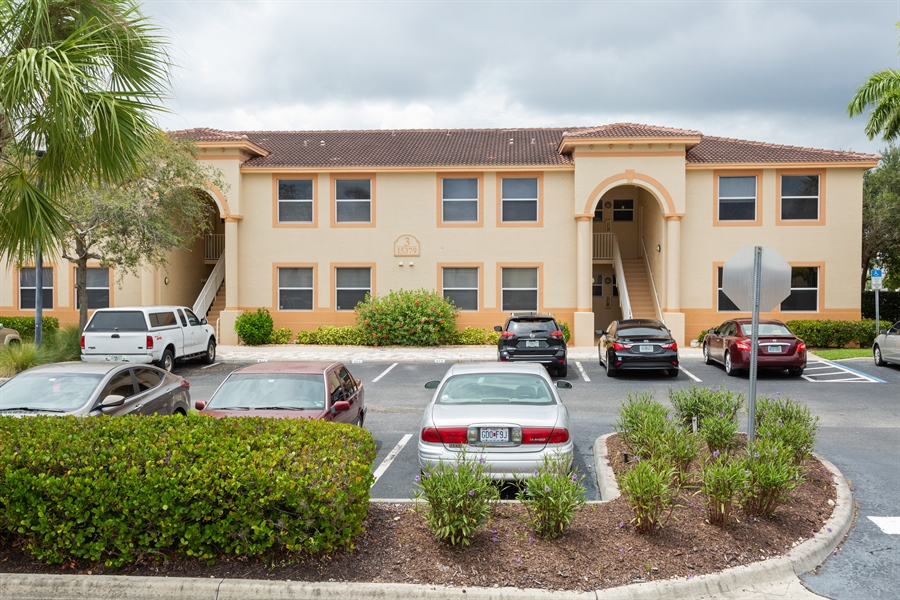 Real Estate Photography - 15379 BELLAMAR CIR APT 314, FORT MYERS, FL, 33908 -