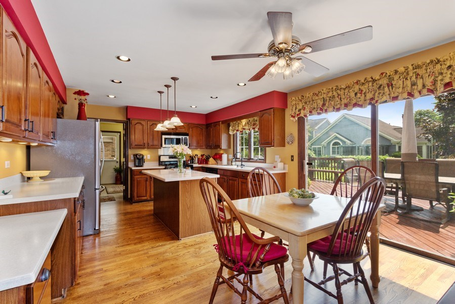 Real Estate Photography - 2250 Charter Point, Arlington Heights, IL, 60004 - Kitchen / Breakfast Room