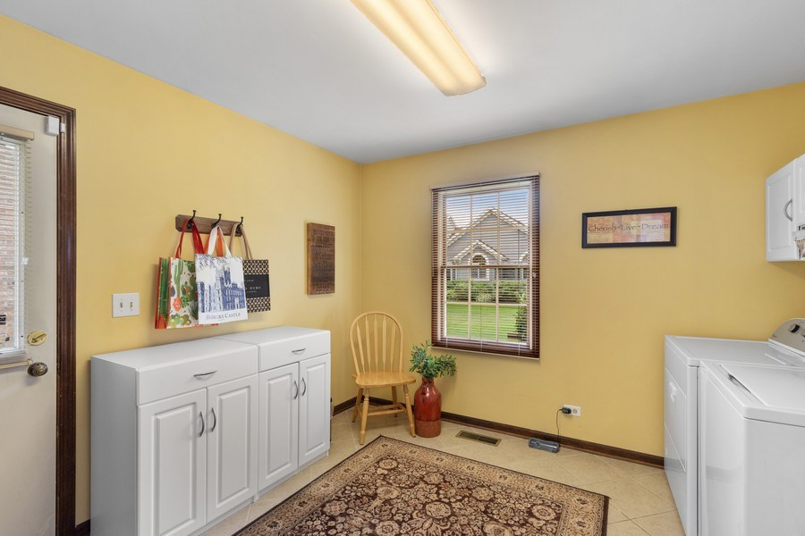Real Estate Photography - 2250 Charter Point, Arlington Heights, IL, 60004 - Mudroom