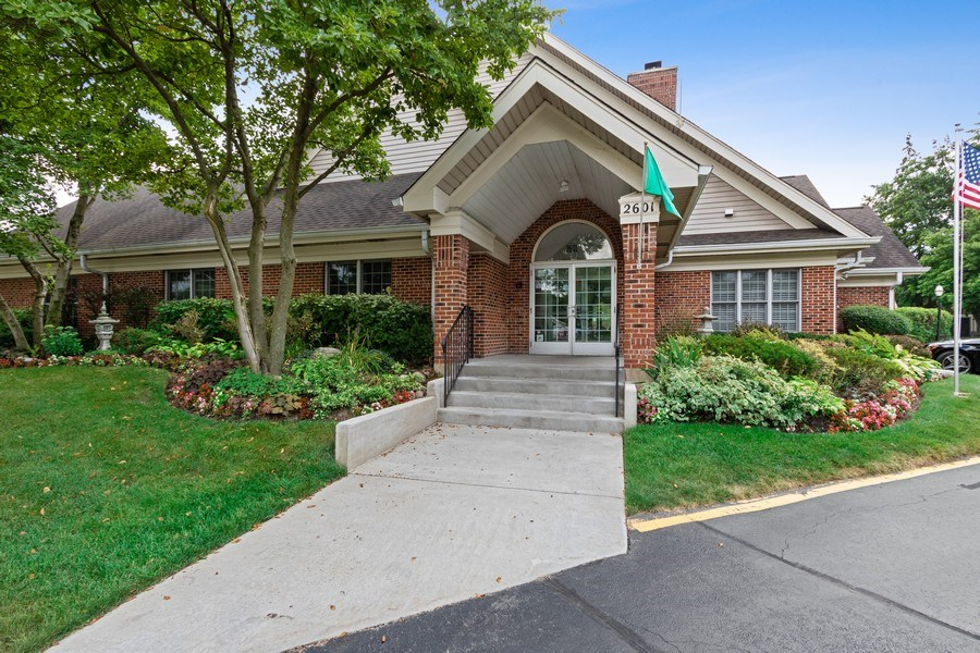 Real Estate Photography - 2250 Charter Point, Arlington Heights, IL, 60004 -