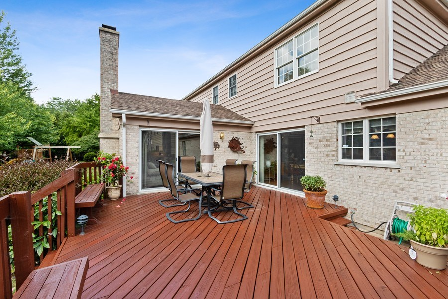 Real Estate Photography - 2250 Charter Point, Arlington Heights, IL, 60004 - Deck