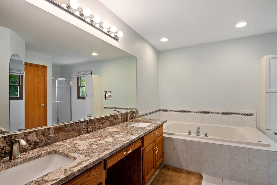 Real Estate Photography - 22W155 Glenrise Ct, Glen Ellyn, IL, 60137 - Master Bathroom