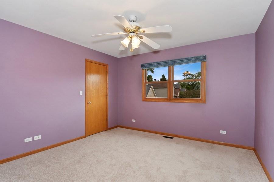Real Estate Photography - 22W155 Glenrise Ct, Glen Ellyn, IL, 60137 - Bedroom