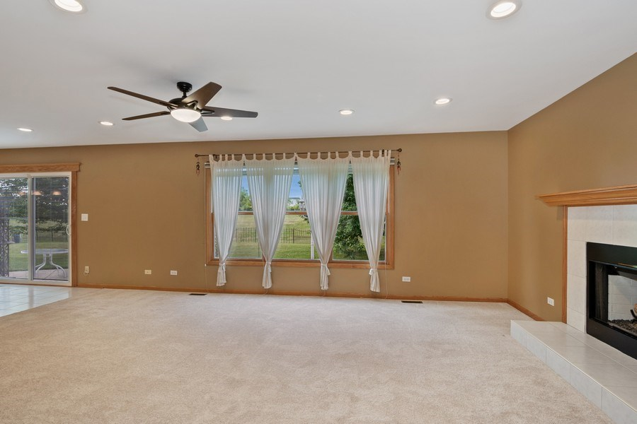 Real Estate Photography - 22W155 Glenrise Ct, Glen Ellyn, IL, 60137 - Family Room