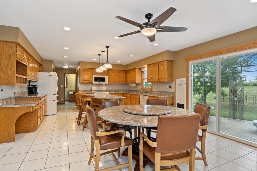Real Estate Photography - 22W155 Glenrise Ct, Glen Ellyn, IL, 60137 - Eat-in Kitchen