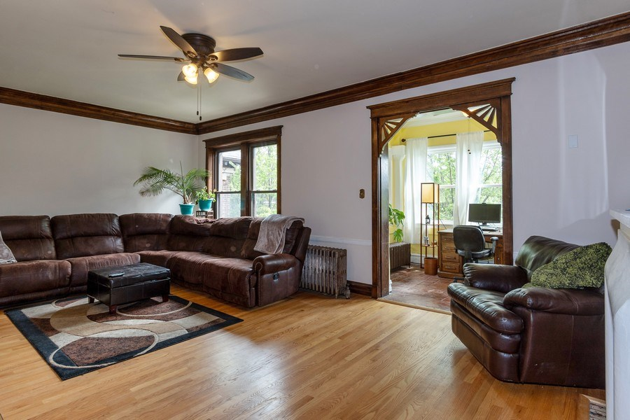 Real Estate Photography - 932 W Margate Ter, Unit 3W, Chicago, IL, 60640 - Living Room
