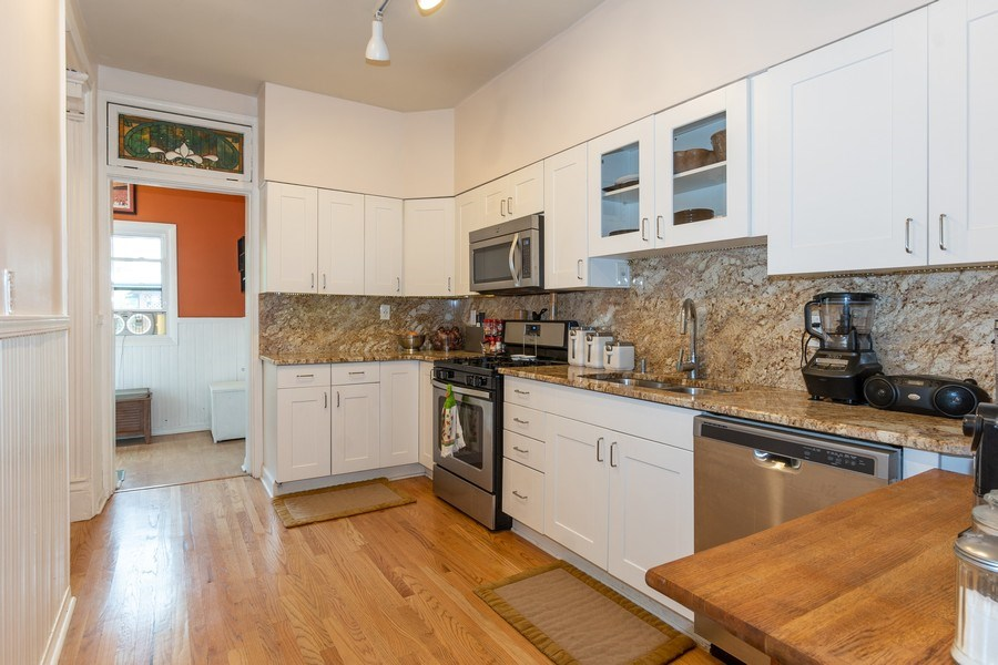 Real Estate Photography - 932 W Margate Ter, Unit 3W, Chicago, IL, 60640 - Kitchen