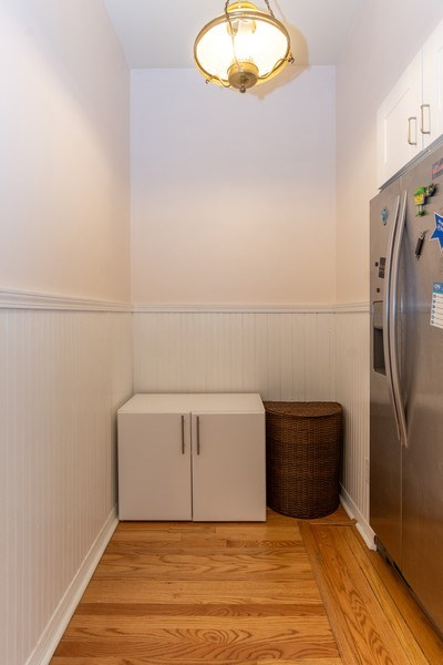 Real Estate Photography - 932 W Margate Ter, Unit 3W, Chicago, IL, 60640 - Butler's pantry