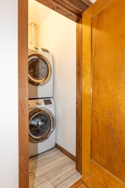 Real Estate Photography - 932 W Margate Ter, Unit 3W, Chicago, IL, 60640 - Laundry Room
