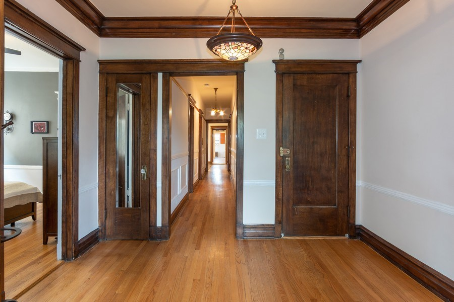 Real Estate Photography - 932 W Margate Ter, Unit 3W, Chicago, IL, 60640 - Hallway
