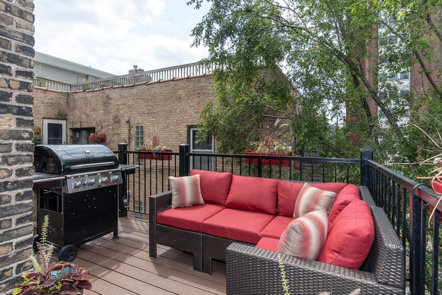 Real Estate Photography - 932 W Margate Ter, Unit 3W, Chicago, IL, 60640 - Deck