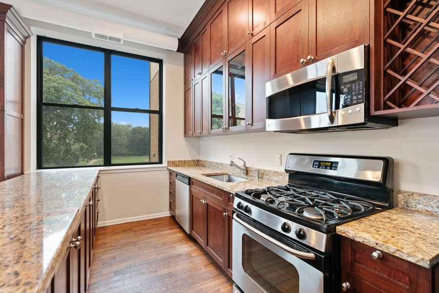 Real Estate Photography - 2512 N. Bosworth, #203, Chicago, IL, 60614 - Kitchen