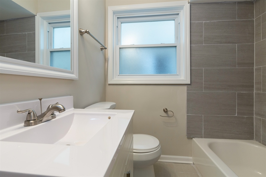 Real Estate Photography - 5819 W EASTWOOD AVE, CHICAGO, IL, 60630 -