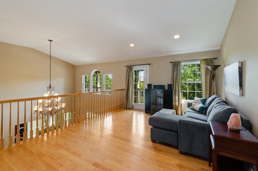 Real Estate Photography - 1588 Independance Ave, Glenview, IL, 60026 - Loft