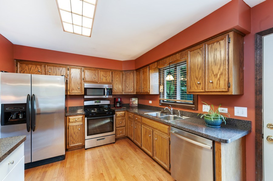 Real Estate Photography - 543 Norman Dr, Cary, IL, 60013 - Kitchen