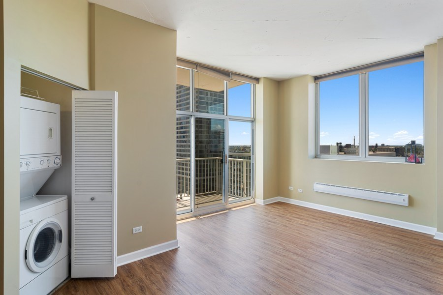 Real Estate Photography - 1600 S Indiana Ave #1401, Chicago, IL, 60616 - Living Room
