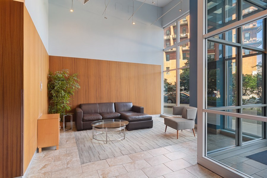 Real Estate Photography - 1600 S Indiana Ave #1401, Chicago, IL, 60616 - Lobby