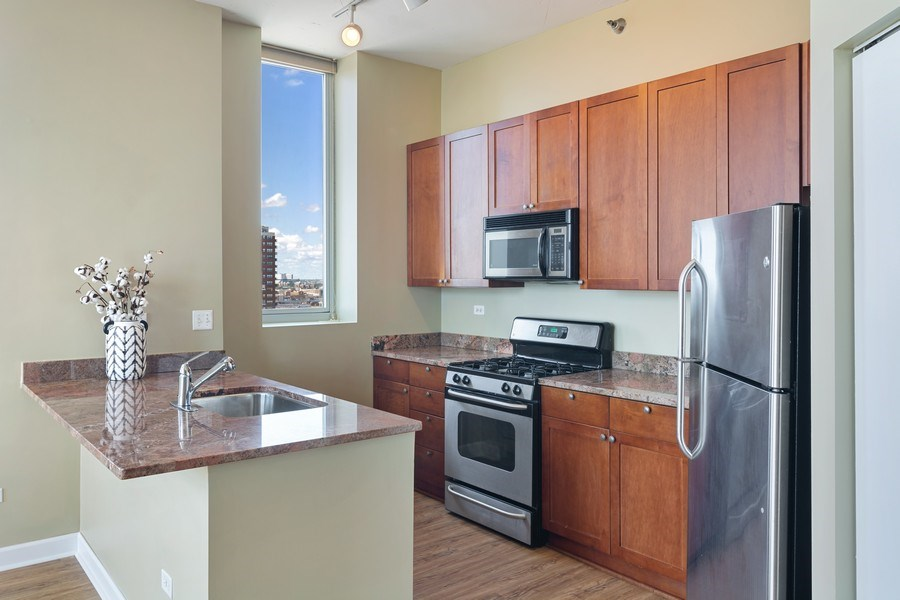 Real Estate Photography - 1600 S Indiana Ave #1401, Chicago, IL, 60616 - Kitchen