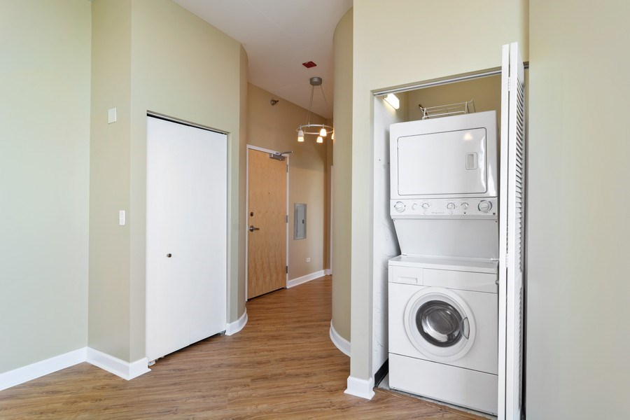 Real Estate Photography - 1600 S Indiana Ave #1401, Chicago, IL, 60616 - Laundry Room