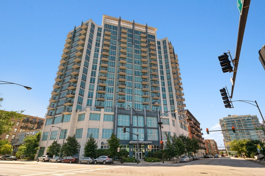 Real Estate Photography - 1600 S Indiana Ave #1401, Chicago, IL, 60616 - Front View