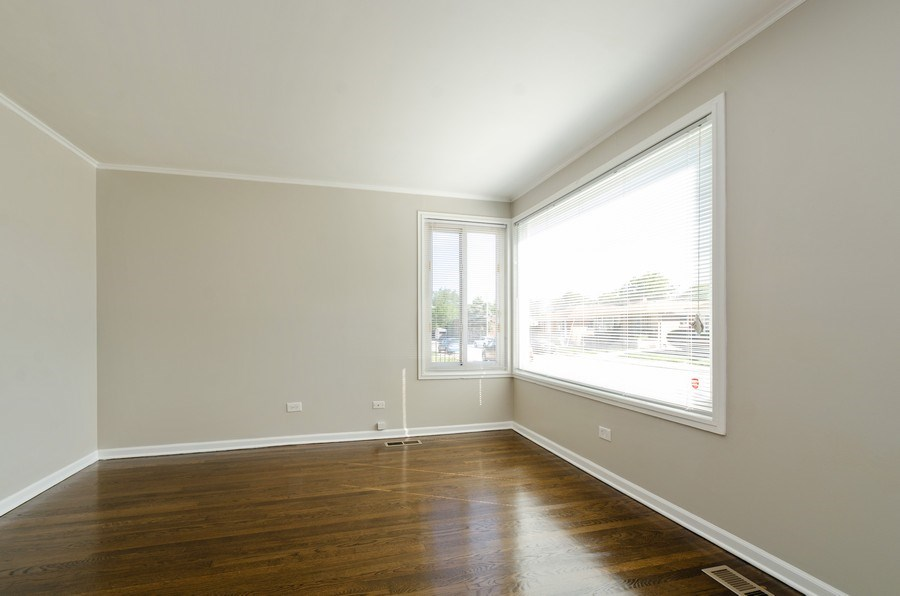 Real Estate Photography - 12740 s May st, Calumet park, IL, 60827 - Living Room