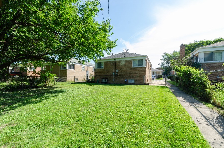 Real Estate Photography - 12740 s May st, Calumet park, IL, 60827 - Rear View