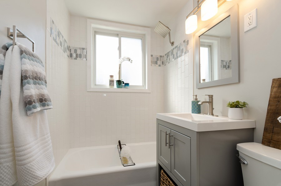 Real Estate Photography - 12740 s May st, Calumet park, IL, 60827 - Bathroom