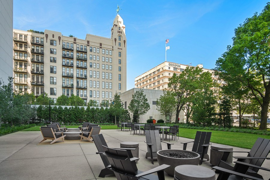 Real Estate Photography - 500 w superior, #1609, chicago, IL, 60654 - Patio