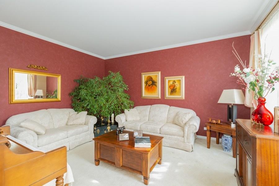 Real Estate Photography - 1500 Gander Ct, Crystal Lake, IL, 60014 - Living Room